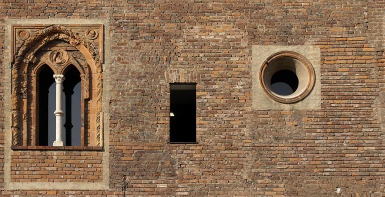 Ca'Granda, la facciata su via Sforza